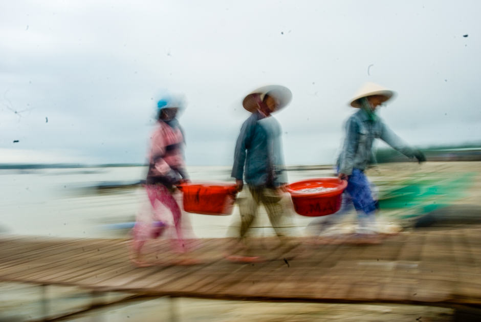 panned photo of 3 Vietnamese women