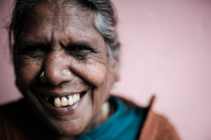 A elder woman with a big smile in Sri Lanka - Pics Of Asia Phototours And Workshops
