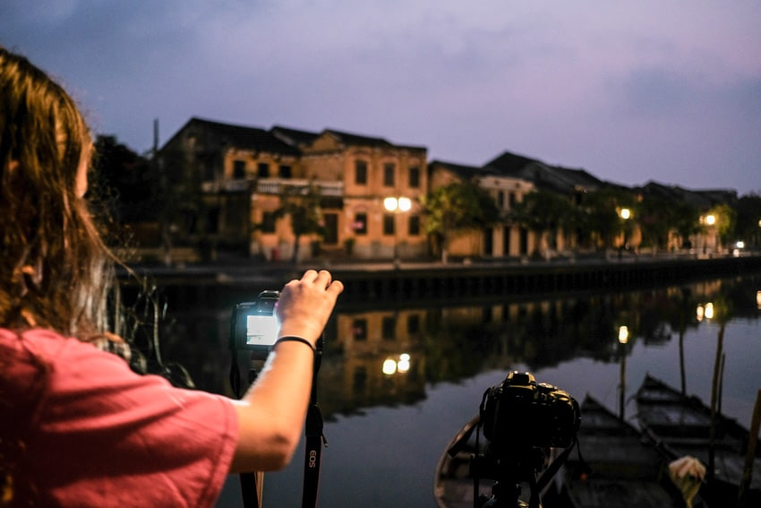 A student is learning about long exposure photography in hoi an old town during a photography workshop with Pics of Asia