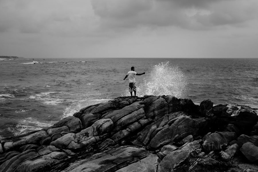 locals fishing in the sea around Galle fort on a photography tour with Pics of Asia