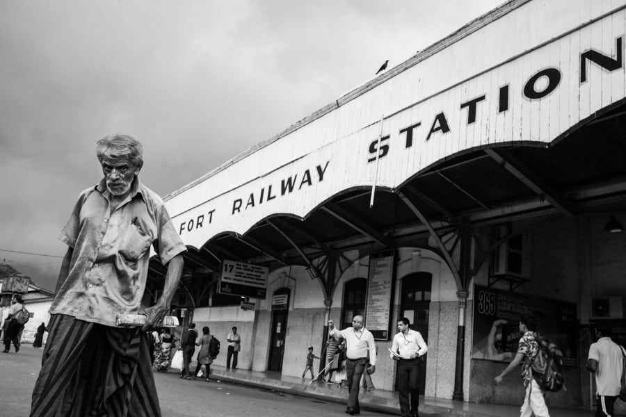 street photography at the railway station in Colombo