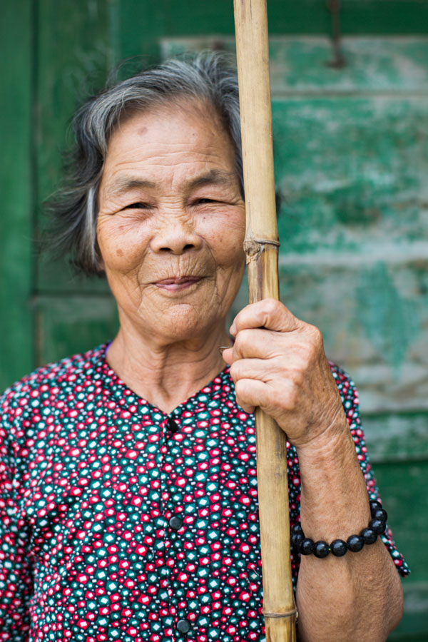 A classic portrait in travel photography by Pics of Asia